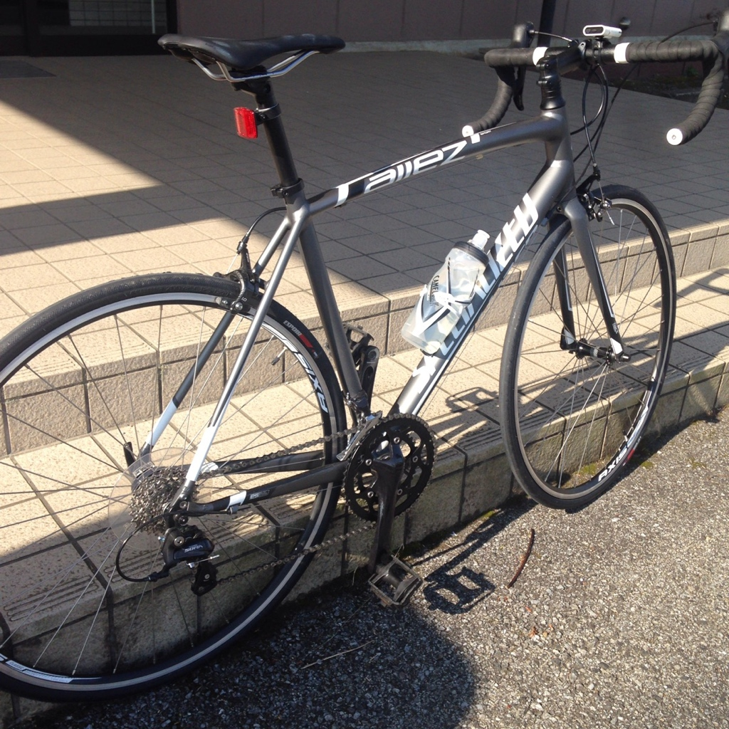 仕事での移動は自転車を併用してます。今日は土砂降りにあいましたがiphoneはセーフでした。