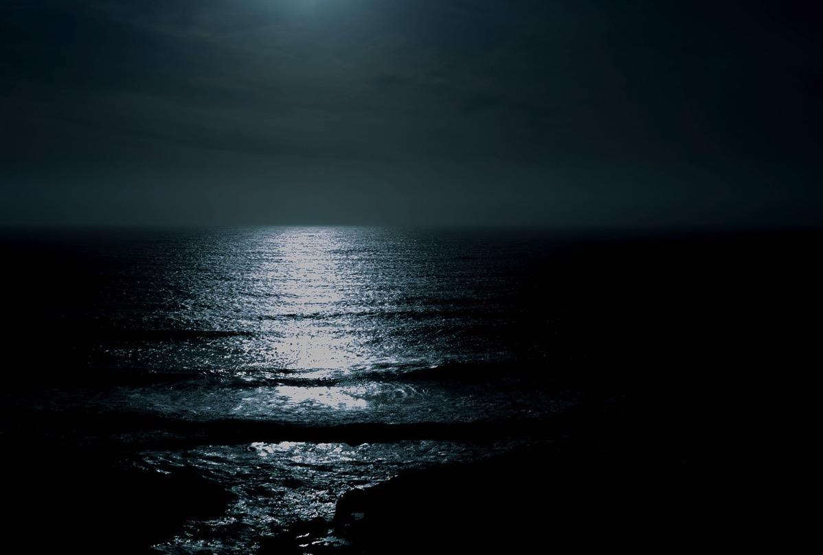 スーパームーンの今年、日の出ならぬ月の出を見に行こう!10月28日は九十九里浜にオレンジ色の満月が顔を出す!